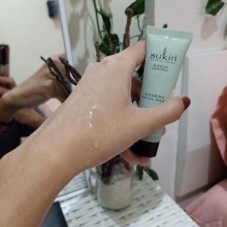Facial wash untuk kulit berjerawat