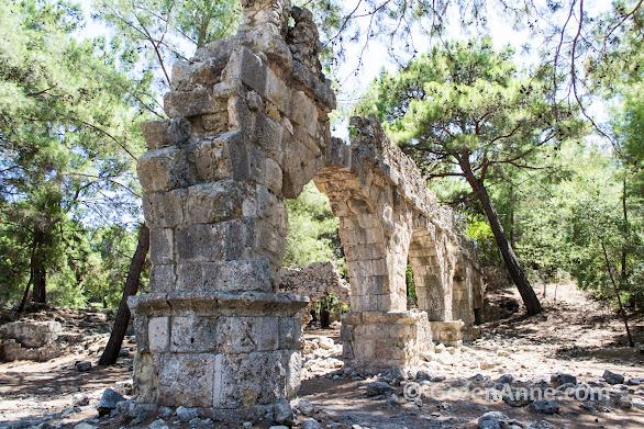 Phaselis antik kentini çevreleyen tarihi surlar, Kemer Tekirova Antalya