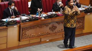 PKS Ungkap Perbedaan Omnibus Law versi Setneg & Paripurna