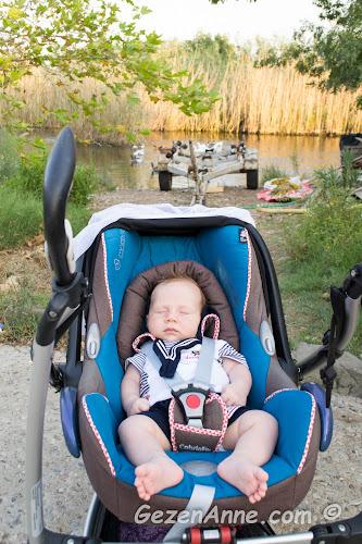 azmak kenerında huzur dolu uyuyan minik bebeğim, Akyaka
