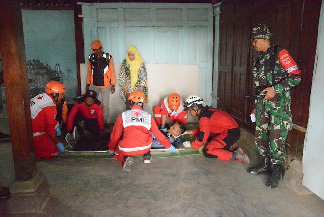 Evakuasi Lansia Akibat Erupsi Gunung Merapi (Sekenario latihan)