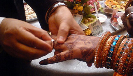 And my life goes on   : Rituals in a Sindhi Wedding