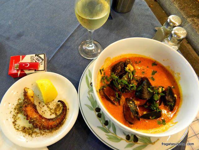 Jantar na Nea Ágora de Rodes: polvo e mexilhões