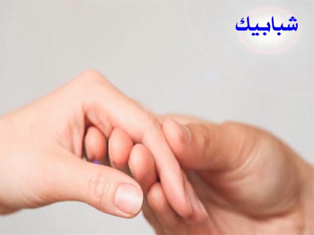 حقوق الزوجة على زوجها اسلام ويب حقوق الزوجة على زوجها المسافر حقوق الزوجة على زوجها عند الشيعة حقوق الزوجة على زوجها شرعا حقوق الزوجة على زوجها من الكتاب والسنة حقوق الزوجه على زوجها بالاسلام حقوق الزوجه على زوجها المعدد حقوق الزوجة على زوجها pdf حقوق الزوجة على الزوج حق الزوجة في مال زوجها حقوق الزوج على زوجته ما هو ماهي حقوق الزوجة على زوجها ما حقوق الزوجه على زوجها ماهو حقوق الزوجة على زوجها ماهي حقوق الزوجة على زوجها شرعا ما هي حقوق الزوج على الزوجة ماهي حق الزوجة على زوجها ماهي حقوق زوجة على زوجها ما هو حق الزوجة على زوجها حقوق الزوجة على زوجها في الاسلام حقوق الزوجة على زوجها في الفراش حقوق الزوجة على زوجها في القران حقوق الزوجة على زوجها في الاسلام pdf حقوق الزوجة على الزوج في الاسلام حق الزوجة على زوجها في الإسلام حق الزوجه على زوجها في النفقه حقوق الزوجة على الزوج في الفراش حقوق الزوجة على الزوج في القانون الجزائري  ماهى حقوق الزوجة على زوجها ؟ الزوج والزوجة :- علاقة الزوج بزوجته هى أهم العلاقات المجتمعية التي تُحيط بالإنسان منذ أن وطأ آدم وحواء بقدميهما على ظهر هذه الأرض ، فبالرغم من أنهما أدركا مدى الشقاء والعناء الذي بانتظارهما على الأرض بسبب عصيانهما لله سبحانه وتعالى ، إلا أن وجودهما معاً كان هو مُسَكِن الألم والدافع الأول لاستكمال الحياة .    خلق الله الرجل والمرأة وجعل لكلٍ منهما وظيفته و دوره في رحلة الحياة ، وكَرَّم بني آدم أن جعل لهم المَنهج والقوانين التي تُسَير أمور دُنياهم ، وتحفظ لكل إنسان حقوقه وتُبَين له واجباته ، ولم يشقى ابن آدم في الدنيا إلا بسبب بُعده عن منهج الله ، وإصراره على تفصيل منهجاً خاصاً به فسَوَّل له الشيطان أعماله ، فَضَل سَعْيَهُ و دخل في أنفاقٍ مُظلمه وضاع منه المنهج الرباني الثابت واستبدله بقوانين وَضعِيَه تتغير بتغير الأزمان والأشخاص .  تكريم الإسلام للمرأة:- جاء دين الإسلام إلى هذه الدنيا على مراحل عديدة على يد جميع أنبياء و رُسل الله ، فكان نصيب الدعوة الخاتمة العامة لكل أهل الأرض من نصيب سيد الخلق محمد-صلى الله عليه وسلم- ، جاء مُهَيمن على جميع الرسالات مُتمماً لمكارم الأخلاق ، فأنار الله به الآفاق ، ونصر به المظلوم ، و رَدَعَ به الظالمين ، وتركنا على المَحَجْة البيضاء ليلها كنهارها لا يَزِيغُ عنها إلا هالك .    وكانت ا