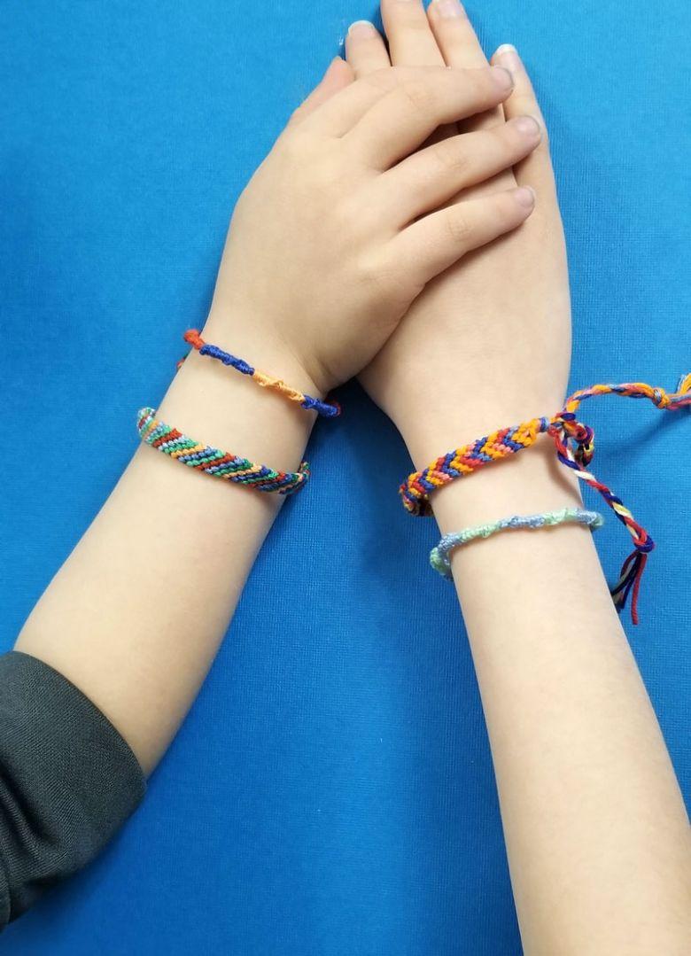 classic friendship bracelet craft  - summer camp craft for kids