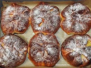 Poalen-n brau reteta traditionala de casa din Moldova Bucovina si Dobrogea cu branza dulce coapta la cuptor retete culinare de patiserie placinte placinta branzoaice deserturi dulciuri gustari branzoaica,