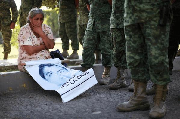 """Fue el ejército… fueron a recuperar la heroína, revela libro """"La verdadera noche de Iguala"""""""