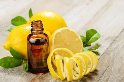L'huile de coco et le citron pour normaliser la couleur naturelle des cheveux
