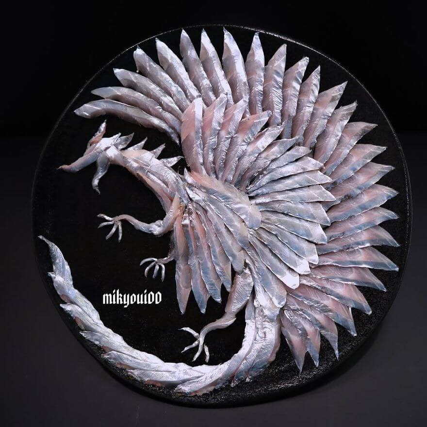 02-White-Dragon-Mikyou-Sashimi-Art-in-Fish-Food-Art-www-designstack-co