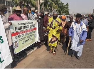 Retired Nigerian soldiers protest over pension arrears in Abuja