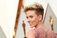 Scarlett Johansson pede divórcio e custódia da filha