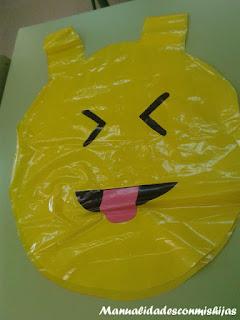 Disfraz de whassap con bolsas de plástico