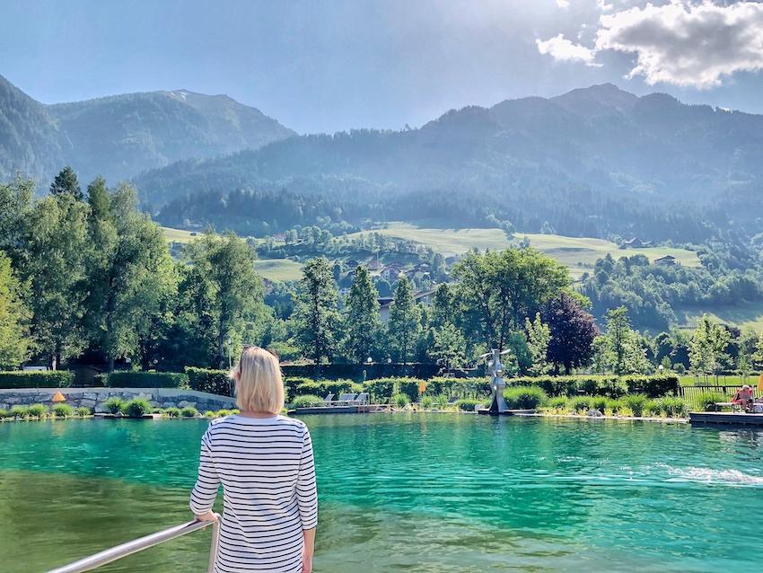Alpentherme Gastein: Blick über den Thermalwasser Badesee