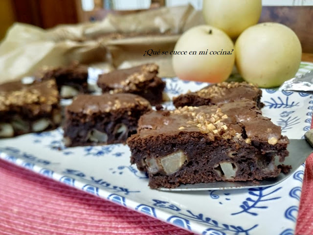 BROWNIE DE CHOCOLATE Y PERAS NASHI