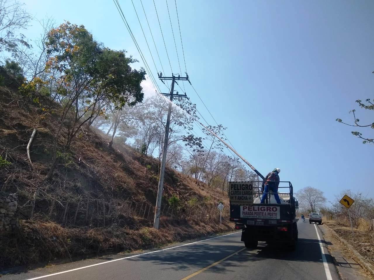 Lavado de redes eléctricas en el  corredor turístico del Atlántico