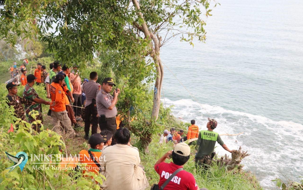 Evakuasi Jenazah Pemancing yang Hilang di Karangbolong Terkendala Sulitnya Medan
