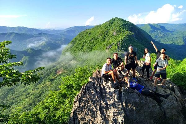 Mt. Hapunang Banoi groupie (Michael and friends)