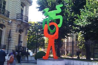 Expo :  Sans titre (Headstand), sculpture de Keith Haring - Artcurial - VIIIème
