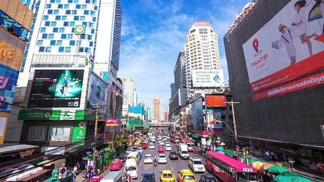 """Sử dụng những phương tiện công cộng ở Thái Lan không những giúp bạn tiết kiệm được chi tiêu khi đi du lịch, mà còn giúp bạn thuận tiện hơn trong việc di chuyển. Việc thăm thú Bangkok sẽ trở nên dễ dàng hơn rất nhiều nếu bạn """"bỏ túi"""" 8 phương tiện đi lại phổ biến ở thành phố du lịch nổi tiếng này."""
