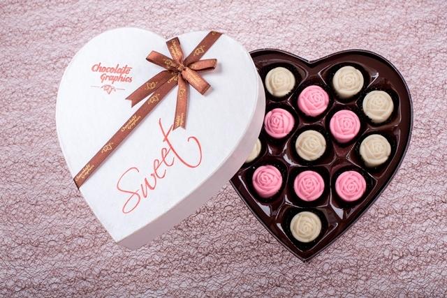 in hộp chocolate tình yêu
