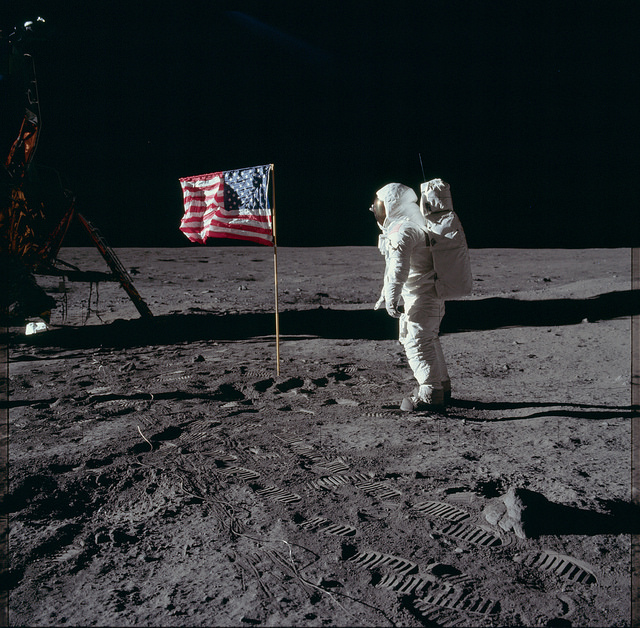 Huge anomaly in the photo with the flag and the Lunar lander.