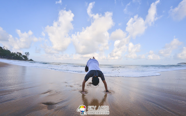 I still can't do a handstand at the beach yet, so I will definitely come back again =)
