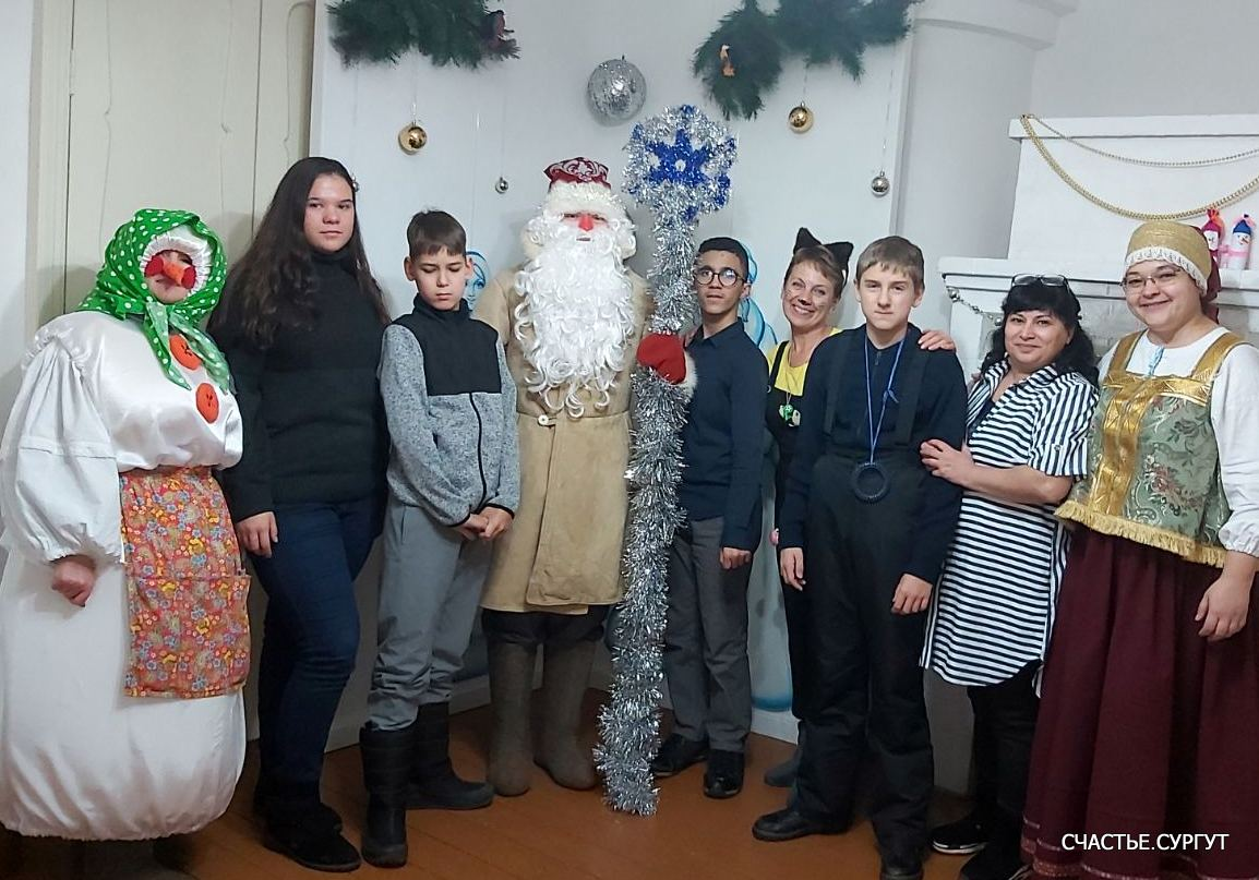 Дату рождения Деда Мороза придумали сами дети, поскольку именно 18 ноября на его вотчине — в Великом Устюге — в свои права вступает настоящая зима, и ударяют морозы.