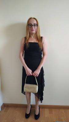 Jak dobrać buty i torebkę do sukienki