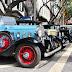 carros clássicos no centro da cidade