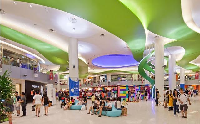 Trung tâm mua sắm tại The Golden Armor rộng lớn