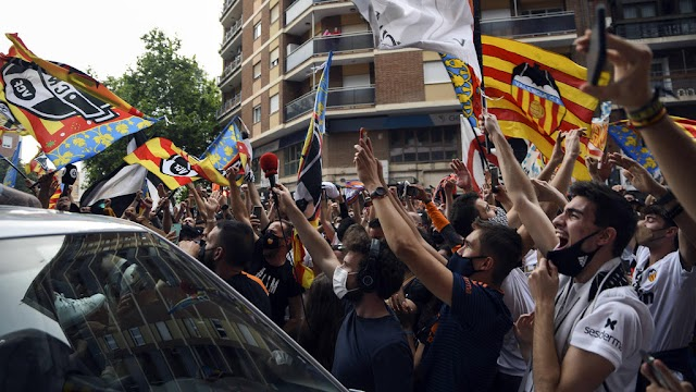 Limited numbers of fans to be allowed to watch La Liga games , Spanish government confirms