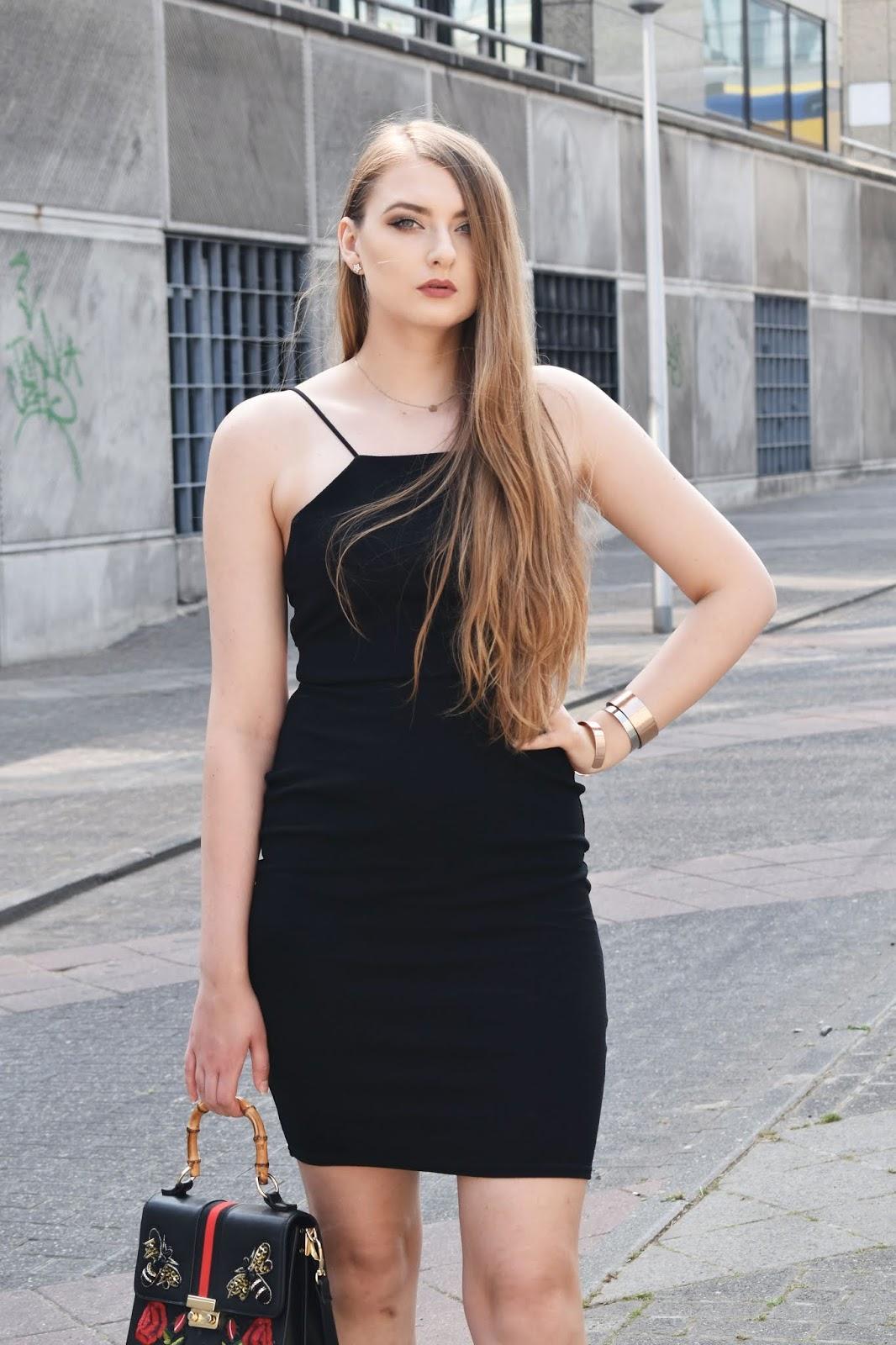 czarna sukienka stylizacje