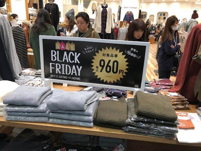 """Algumas lojas dão descontos de até 90% na versão japonesa da """"Black Friday"""""""