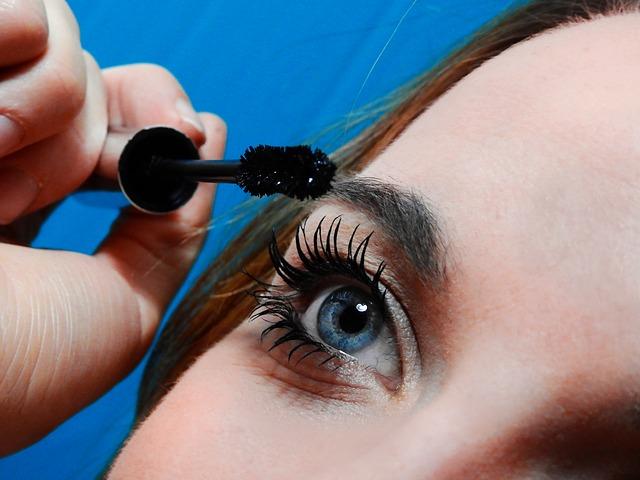face-eyes-pupil-eyelashes-woman