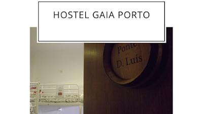 porta de quarto de hostel