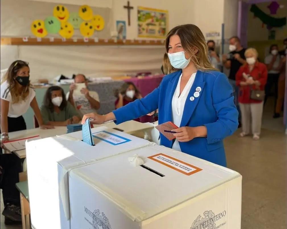 Alessandra Clemente alle urne