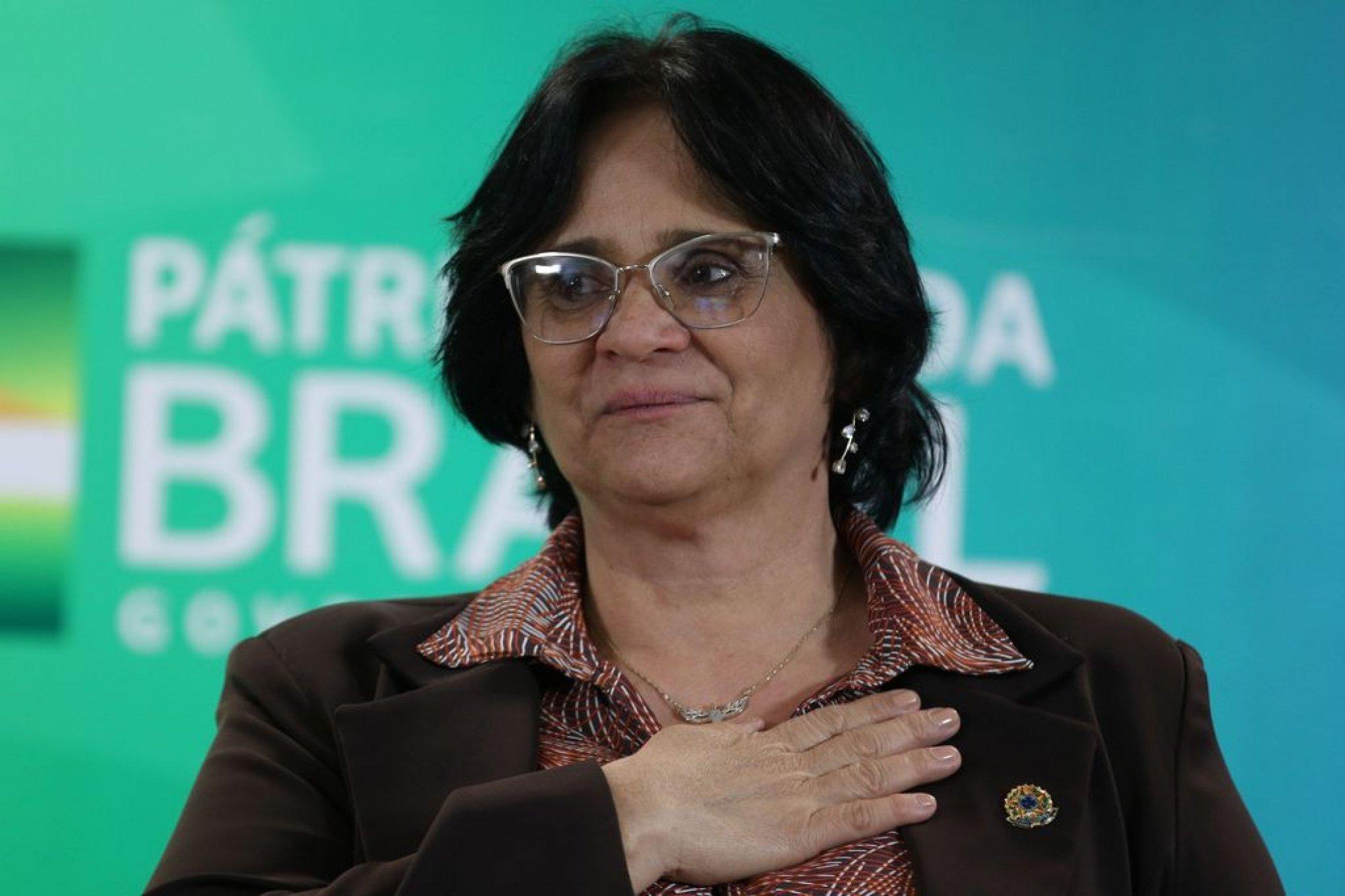 Ministério de Damares Alves retira do ar nota em que lamentava mortes na favela