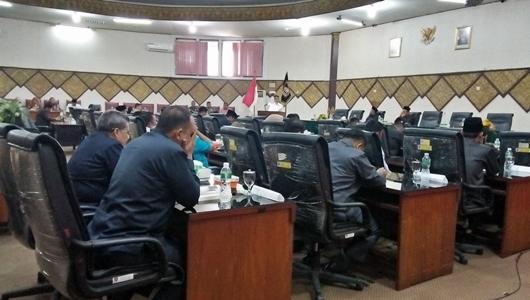 Wako Mahyeldi Ajak Anggota DPRD Padang Doakan BJ Habibie