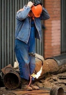 Lustige Bilder Mann Schweißer auf Arbeit