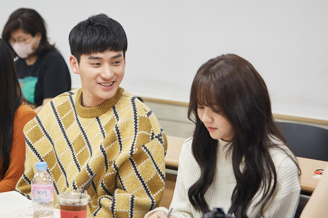 Pemain K-Drama 'Love Alarm' Gelar Pembacaan Naskah Untuk Season 2