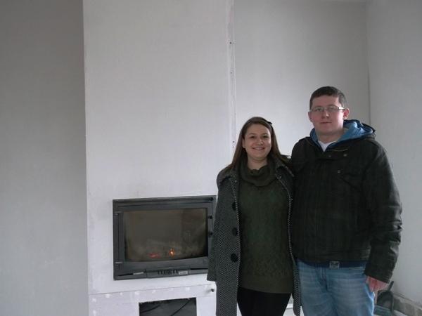 kominek, ciąża, nowy dom, młode małżeństwo budowa własnego domu