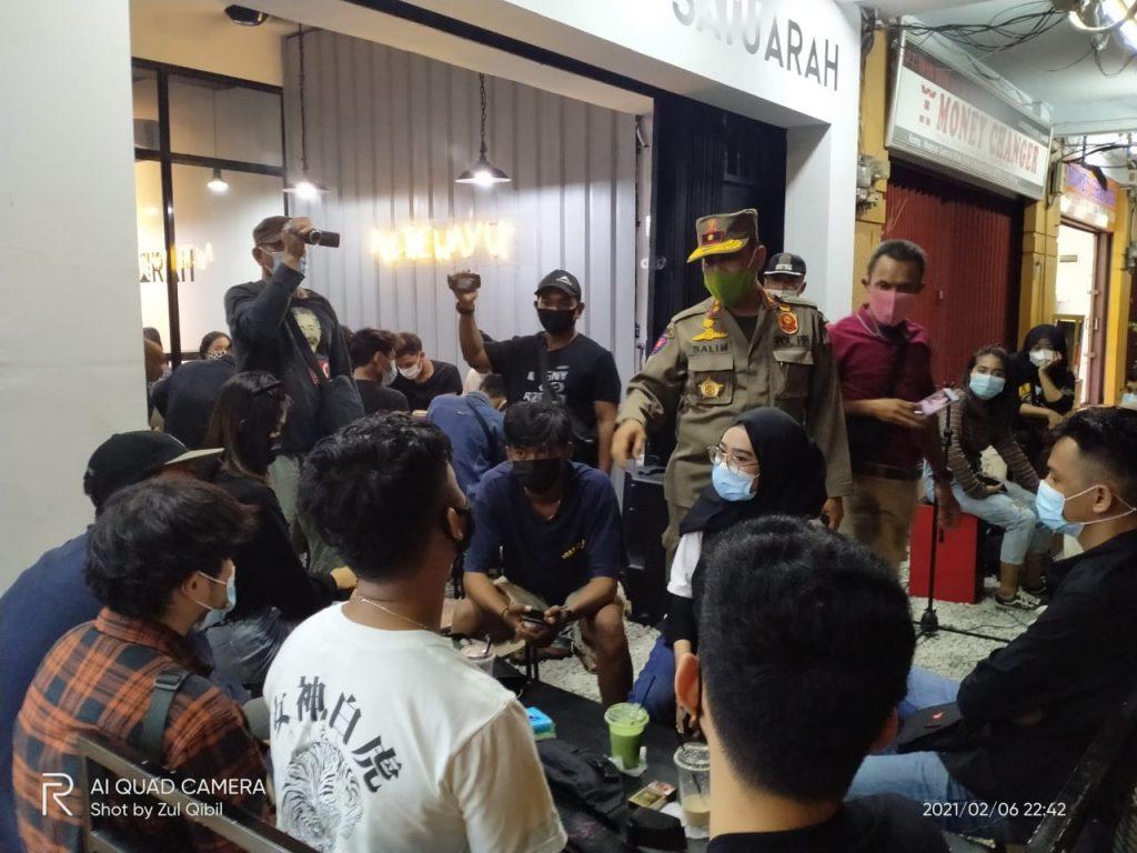 Tekan Penyebaran Covid-19, Satpol PP bersama TNI, Polri, Ditpam BP Batam Melakukan Patroli Gabungan Dalam Rangka Penegakan Prokes