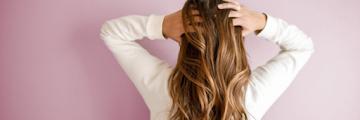9 Penyebab Rambut Rontok yang Sering Terjadi dan Tidak Terduga