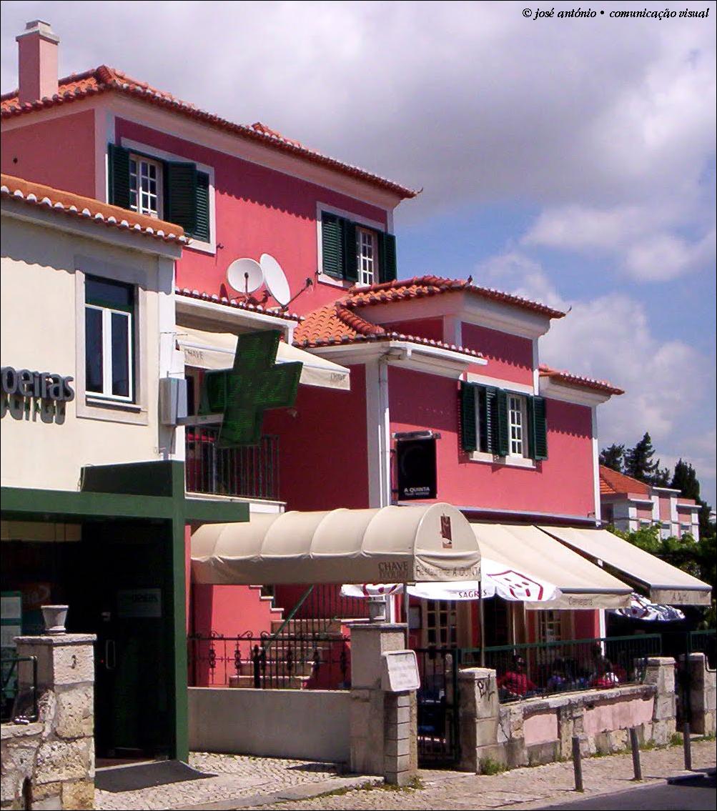 no lado-terra do largo da estação ferroviária de Oeiras  . Restaurante A  Quinta. Largo Henrique de Paiva Couceiro ... e12d88d81b