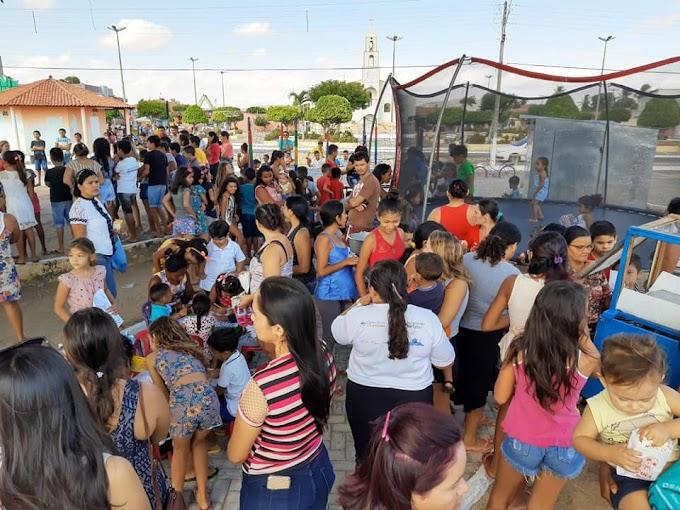 Secretarias de Desenvolvimento social e Saúde promovem momento na praça voltado a comunidade.