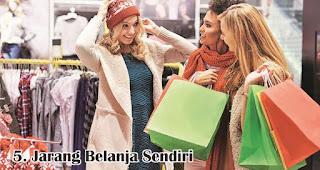 Jarang Belanja Sendiri merupakan salah satu keunikan wanita Indonesia saat berbelanja