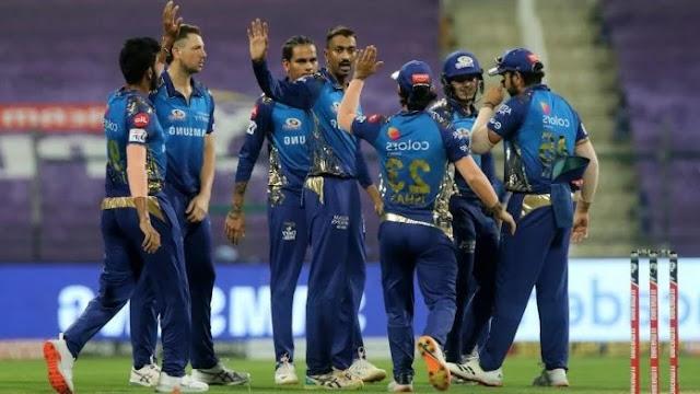 एक, दो नहीं, पूरे 5 मैच. लेकिन एक मैच में भी मुंबई इंडियंस के लिए खेलने वाले भाईयों की जोड़ी का कमाल नहीं दिखा. न बल्ले से और न ही गेंद से उस हद तक. एक की छोड़िए दोनों की बात करते हैं. सिर्फ 7 गेंदों में पंजाब किंग्स के खिलाफ इनका खेल निपट गया. हम यहां जिन भाईयों की बात कर रहे हैं, उनके बारे में आप समझ गए होंगे. जी हां, पंड्या ब्रदर्स. बड़े मियां क्रुणाल पंड्या और छोटे वाले हार्दिक पंड्या. नाम बड़े हैं पर IPL 2021 में इनके दर्शन छोटे दिख रहे हैं.  पूरा हाल बयां करें उससे पहले पंजाब किंग्स के खिलाफ इन दोनों भाईयों के खेल पर एक नजर डाल लीजिए. सबसे पहले क्रीज पर आए छोटे वाले यानी हार्दिक पंड्या. 4 गेंद खेले, सिर्फ 1 रन बनाया और अर्शदीप पर गेंद पर इनका काम तमाम हो गया. हार्दिक गए तो क्रुणाल पंड्या क्रीज पर आए. 3 गेंदों पर 3 रन बनाया पर उसके बाद इनका खेल भी शमी ने खत्म कर दिया. इस तरह दोनों भाईयों ने मिलकर 7 गेंदों का सामना किया और सिर्फ 4 रन बनाए, जो कि कहीं से भी IPL के मिजाज से मेल खाने वाला खेल नहीं है.  5 मैचो से फ्लॉप हैं पंड्या बन्धु IPL 2021: मुंबई इंडियंस पर बोझ बन रहे ये खिलाड़ी, 5 मैचो से खराब प्रदर्शन है जारी 2  खैर ये तो हुई एक मैच की बात. अब जरा अब तक खेले 5 मुकाबलों के आंकड़े पर भी गौर कर लीजिए. दोनों भाई मुंबई इंडियंस के लिए इस सीजन के सभी 5 मैचों में खेले हैं. हार्दिक ने 5 मैचों में 7.20 की औसत से सिर्फ 36 रन बनाए हैं. इस दौरान उनका बेस्ट स्कोर केवल 15 रन का रहा है. जबकि उन्होंने इन 5 मैचों में 5 बाउंड्रीज यानी चौके ही जड़े हैं. बड़े भाई क्रुणाल पंड्या की भी हालत जुदा नहीं है. उनका भी बेस्ट स्कोर हार्दिक की ही तरह केवल 15 रन ही है. क्रुणाल ने 5 मैचों में 7.25 की औसत से 29 रन बनाए हैं. और उन्होंने 4 चौके जड़े हैं.  फिर भी रोहित शर्मा और मुंबई इंडियंस हैं मेहरबान IPL 2021: मुंबई इंडियंस पर बोझ बन रहे ये खिलाड़ी, 5 मैचो से खराब प्रदर्शन है जारी 3  कहने को दोनों भाई ऑलराउंडर हैं. मैच विनर हैं. लेकिन पहले 5 मैचों में एक में भी इनका पराक्रम नहीं दिखा है. हार्दिक पंड्या तो गेंदबाजी भी नहीं कर रहे. मुंबई इंडियंस के मैनेजमेंट की ओर से इस बारे में सिर्फ इतना कहा जा रहा है कि वो बहुत जल्दी गेंदबाजी करते दिखेंगे. सवाल है कि जब ये दोनों भाई बेहतर नहीं खेल पा रहे तो इ
