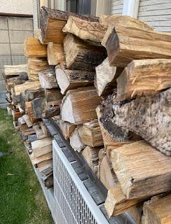 キャンプ用に備蓄している我が家の薪