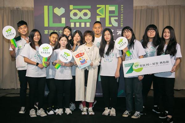 小球這次現場帶來經典曲目《馬戲團公約》,與『苗栗家扶C.C.F Girls』樂團共演