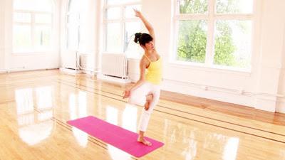 tập yoga tại nhà với thảm tập yoga
